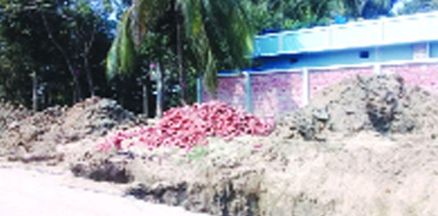 বোয়ালখালীতে খাল দখল করে স্থাপনা নির্মাণ