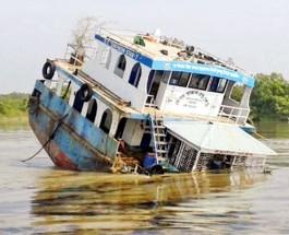 তেলবাহী কার্গোডুবি ক্ষতি খতিয়ে দেখছে বন বিভাগ